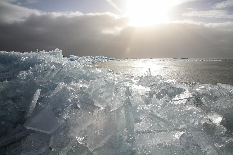 Kruiend ijs, IJsselmeer. Urk